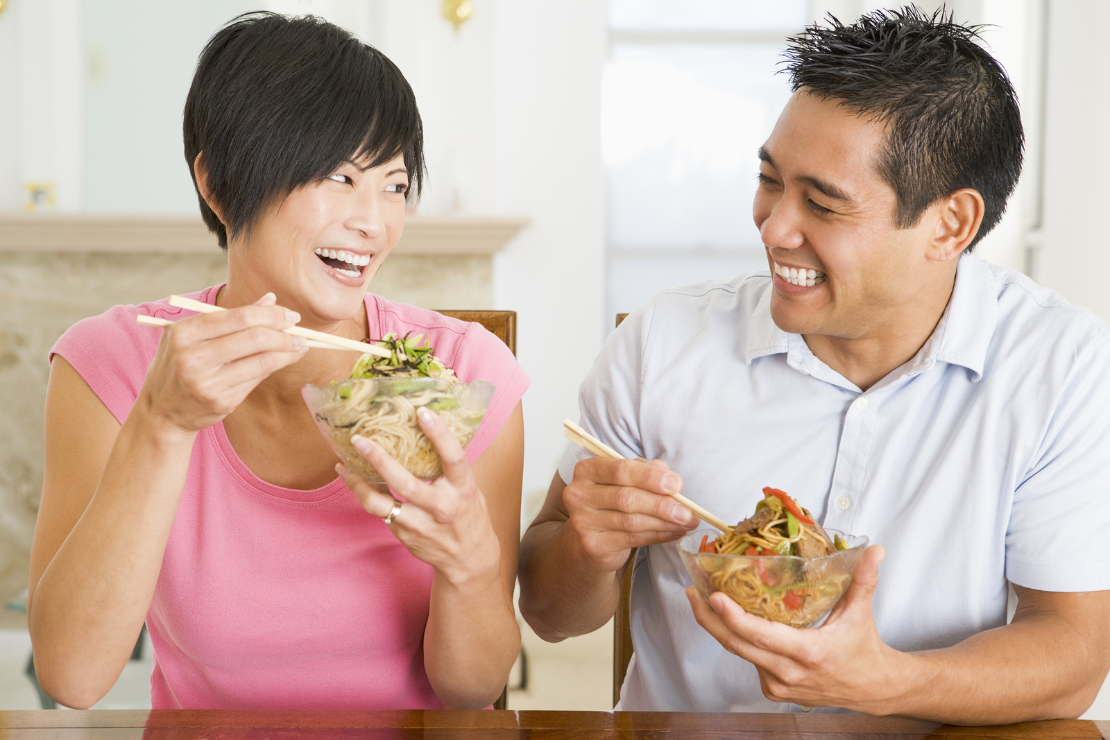 Couple Eating Food Healthy Eating Home Cooking mealmealtime 30s Asian  Casual Clothing Chinese Chopsticks Color Colour